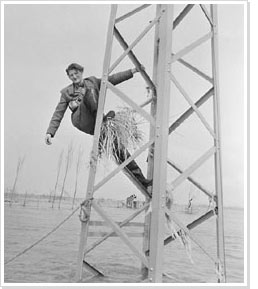 Anonymous, Collection Aart Klein,   Aart Klein in a pylon, Flood disaster, Zeeland, 1953